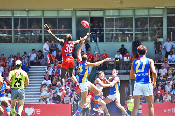 Eat the Street and AFL attract 30,000-strong crowd